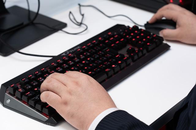 ゲーミングキーボードとマウス