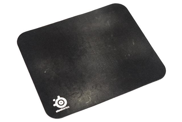 使い込んだマウスパッド