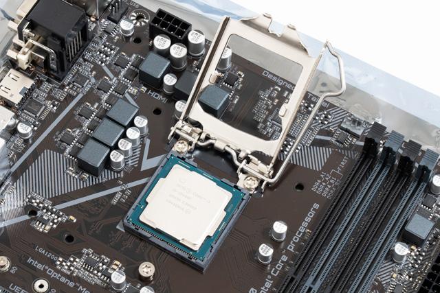 PCを自作する様子